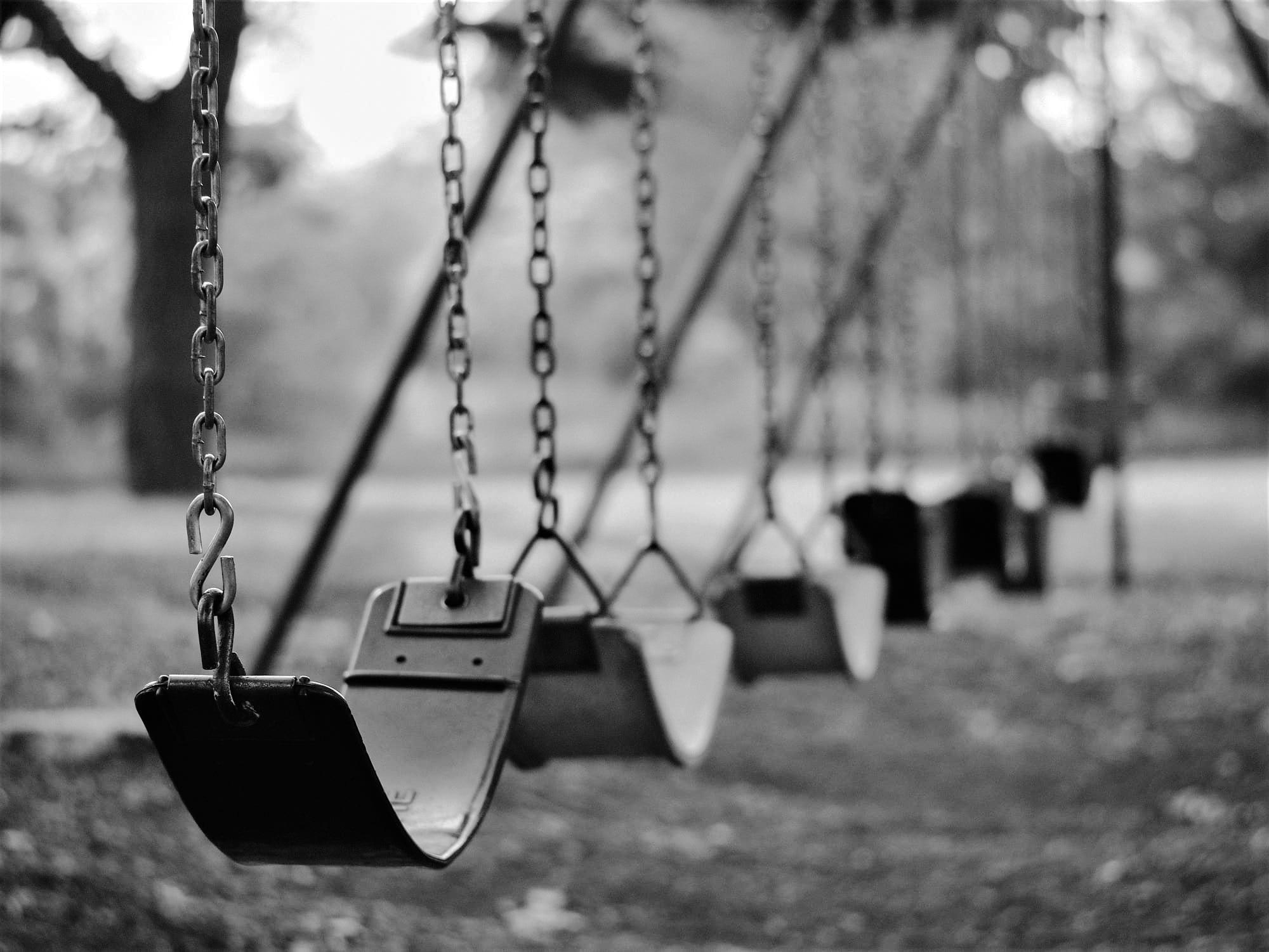 Altalene per bambini vuote | © Aaron Burden