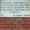 Suceava, Romania, stazione ferroviaria, lapide per il centenario della costruzione
