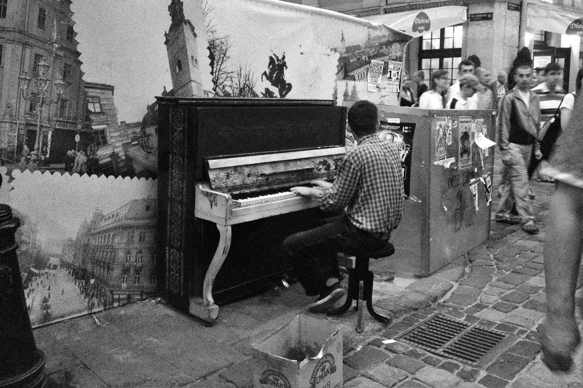 Pianista di strada, Leopoli, Ucraina | © Luca Lovisolo