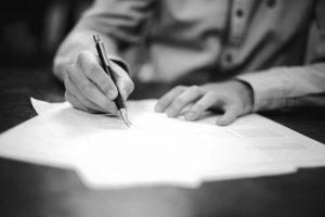 Firma di un contratto   © Helloquence