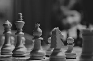 Gioco di scacchi su sfondo di bambino   © Michal Parzuchowski