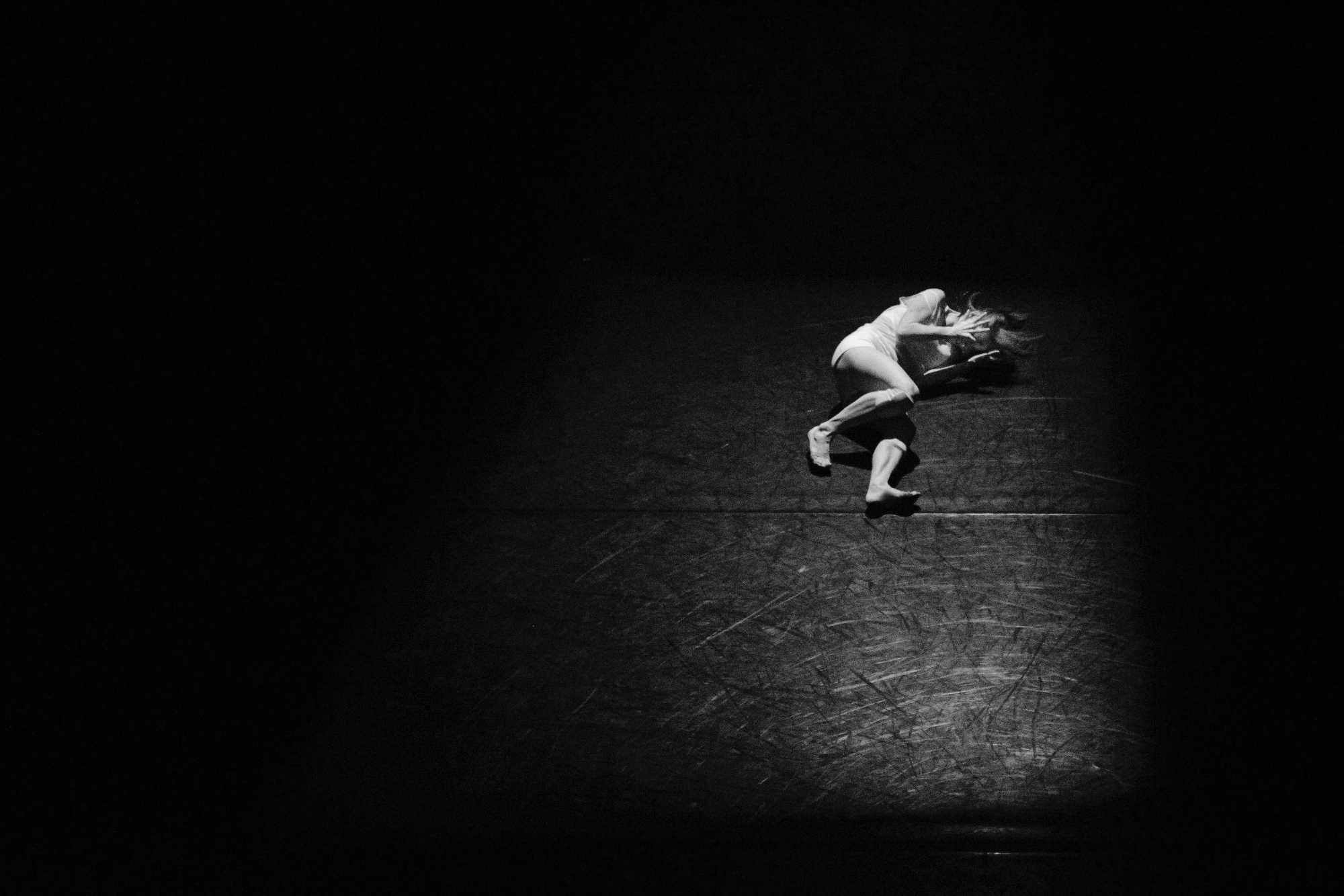 Donna su palcoscenico | © Hailey Kean