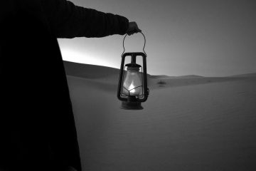 Lampada nel deserto   © Jeremy Bishop