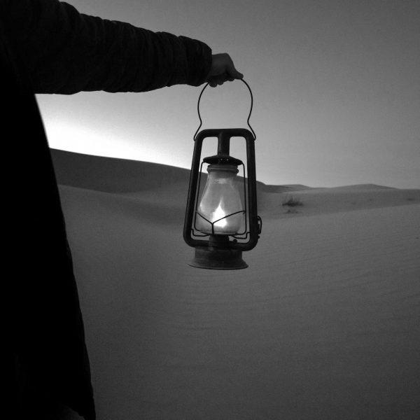 Lampada nel deserto | © Jeremy Bishop