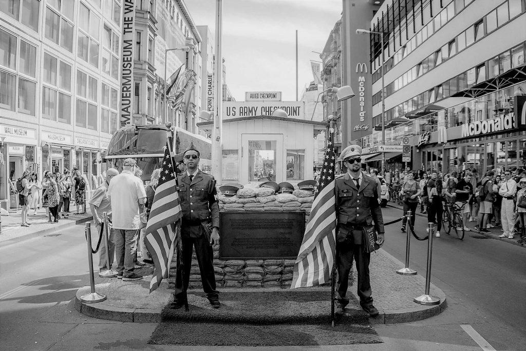 Berlino, il Checpoint «Charlie» oggi, memoria della divisione della Germania e della città