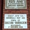 Suceava, Romania, stazione ferroviaria, lapidi per il 125 anno e il restauro del 2006